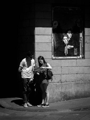 Ici, c'est la correspondance entre le couple de touristes et le couple sur l'affiche qui m'a plu