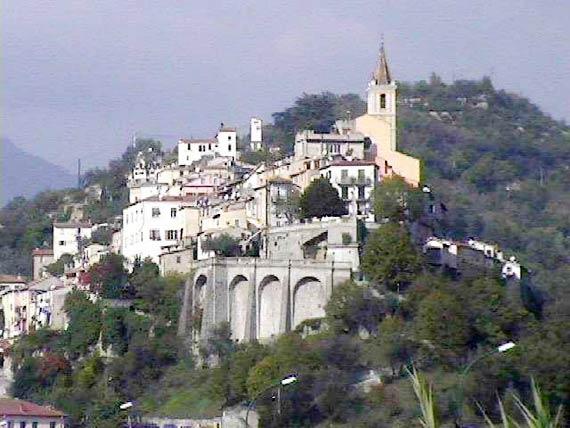 Contes, village des Alpes- Maritilmes