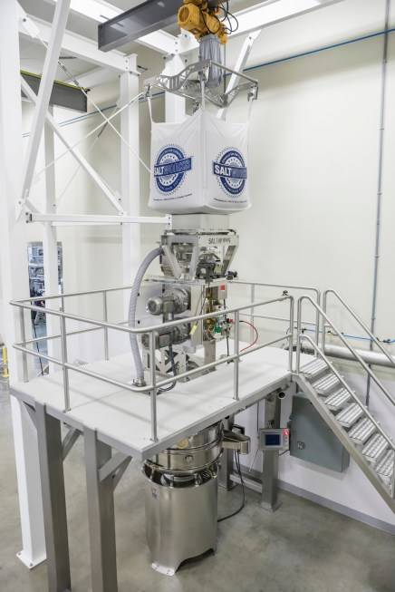 A supersac unloader unloads larger crystals into their IMD79, which sits on a mezzanine