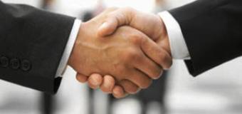 PolyOne выкупила у BASF Magenta Master Fibers