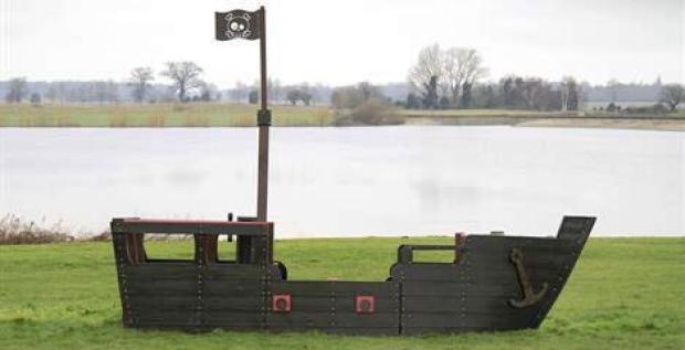 Tudor - пиратский галеон из переработанной пластмассы