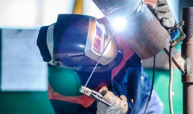 Электроды для сварки корневого шва нефтепроводных и газопроводных труб. Технические характеристики и описание электродов GOODEL 52U аналога LB-52U и ОК 53.70 от Шадринского электродного завода.