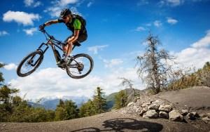 Особенности горных велосипедов, конструкция которых просто не мыслима без применения материалов на полимерной основе, тема нашего репортажа сегодня