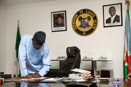 Fashola-last-day-in-office-2 Outgoing Lagos State Governor, Fashola spends Last Day in Office | Photos
