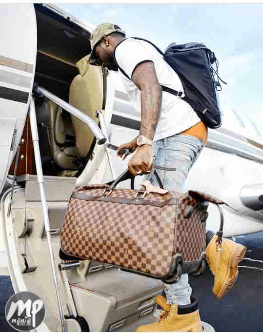 wp-1469639288538-3-1 Davido steps into private jet in style (Photo)