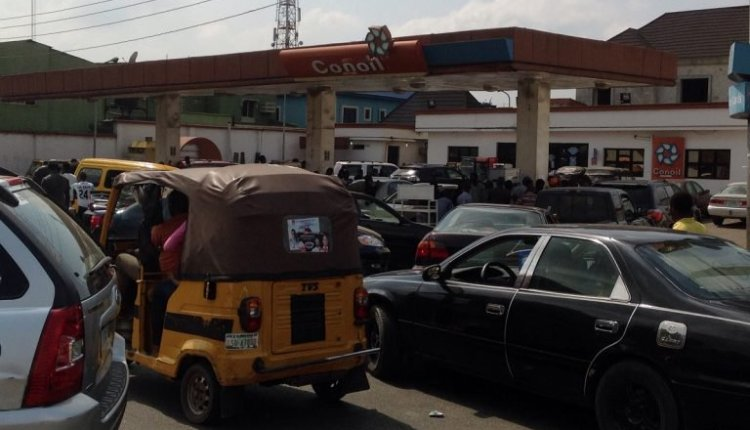 Queues from Con Oil filling station causing traffic on College road, Ogba