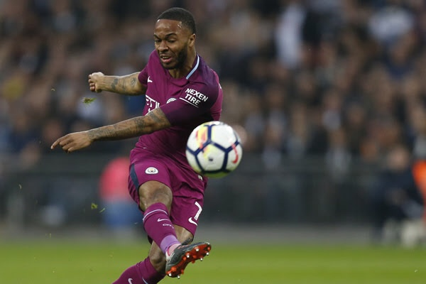 Sterling extends contract with Manchester City