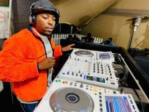 De Mthuda 1 Mposa.co .za  1 300x225 - Kwiish SA & De Mthuda – Ndi Ready ft. MalumNator & Sihle