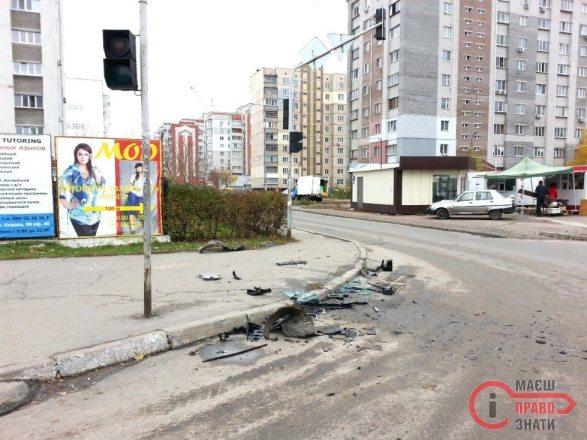 ДТП Світлофор Грушевського 2