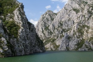 The steep gorges of the Koman lake