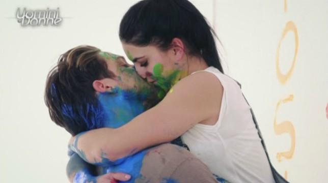 Uomini e Donne il primo bacio tra Teresa e Andrea La Langella si scontra con Tina Cipollari
