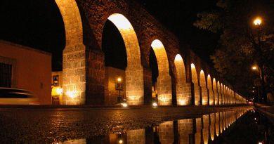 Acueducto en La Ciudad de Valladolid, hoy Morelia, Mich.