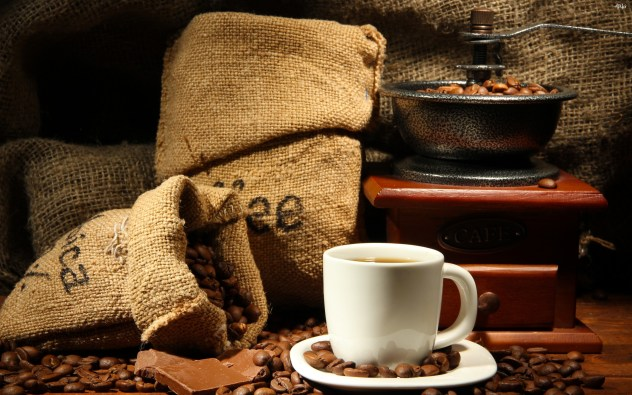 fresh_coffee_beans_and_coffee-2880x1800