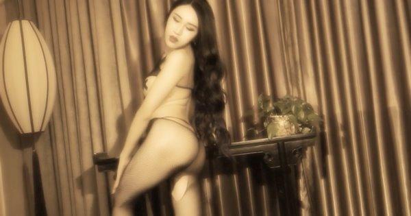 TouTiao 2016-11-03: Người mẫu Xin Yue Er (信悦儿) (1 video)
