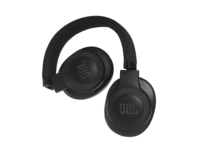 af24d76f4f8 Another cool thing to note about these headphones is that they do fold,  however, we would have loved if JBL included a case to protect them.