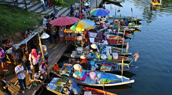 Floating Market - Image credit to thebeartraveller.com