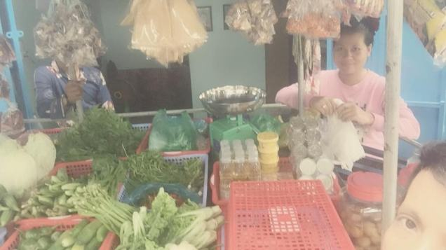 Ret Rathyda's wife packing food for clients