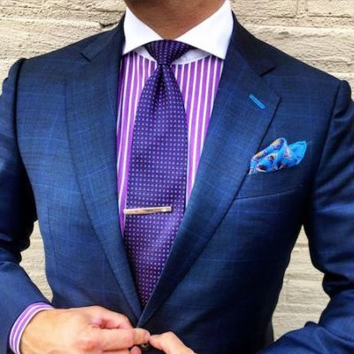 The navy blue suit the best shirts shoes to wear with for Pink shirt tie combo