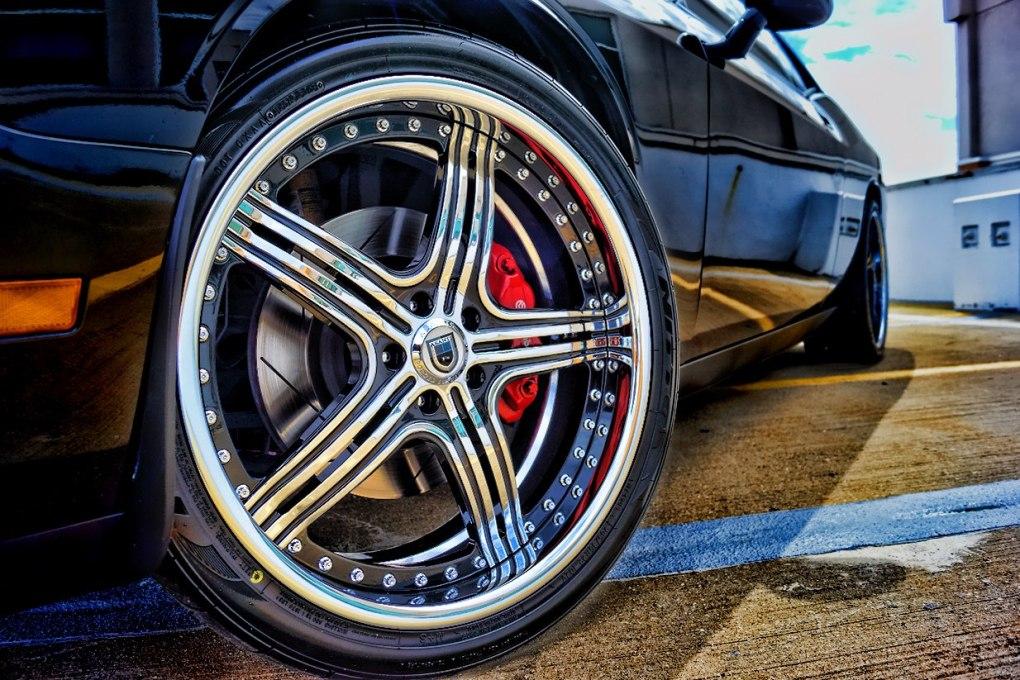 Black and Chrome Asanti Custom Rim Dodge Challenger
