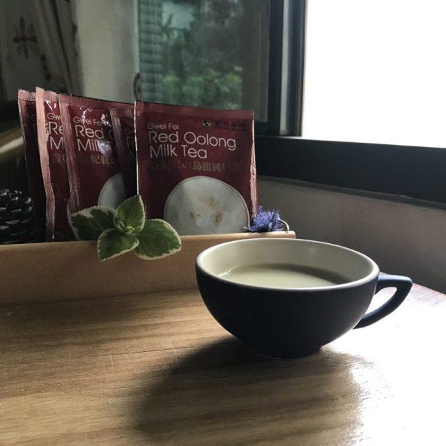 貴妃紅の烏龍純奶茶