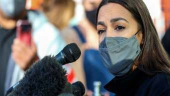 The Mo'Kelly Show – AOC Goes Big for Texas * LAUSD stuck in Neutral * Kim and Kanye Throw in Towel (LISTEN)