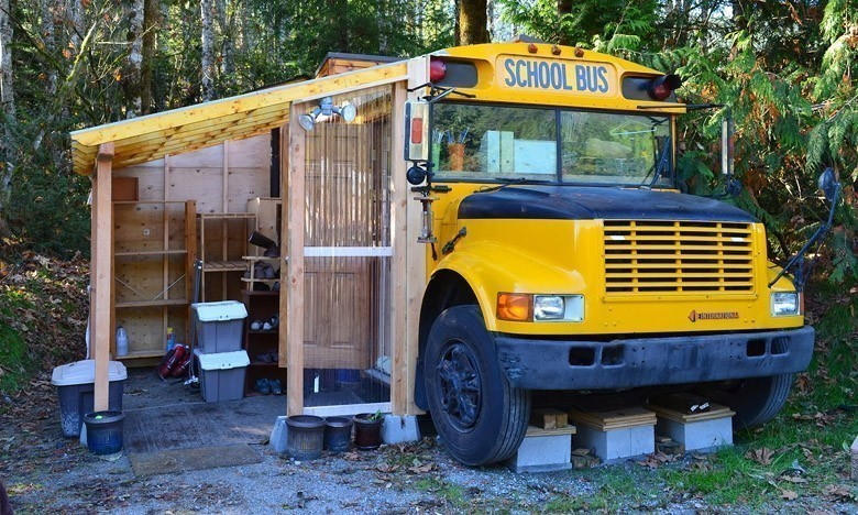 Fabuleux Ils ont transformé un « bus magique » en habitation de leur rêve UD57