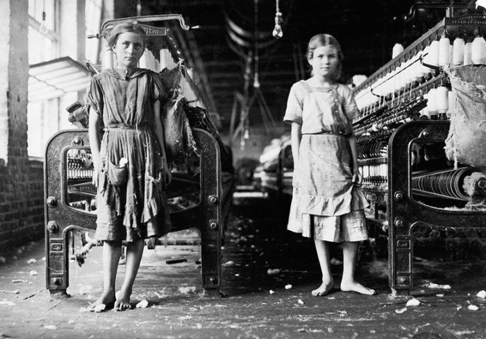 Lewis Hine - Spinners in a cotton mill, 1911