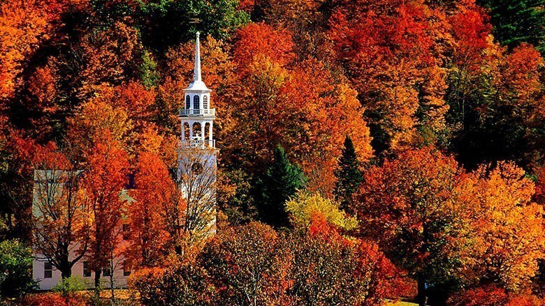 autumn-season-peak-church-vermont-_462890-32