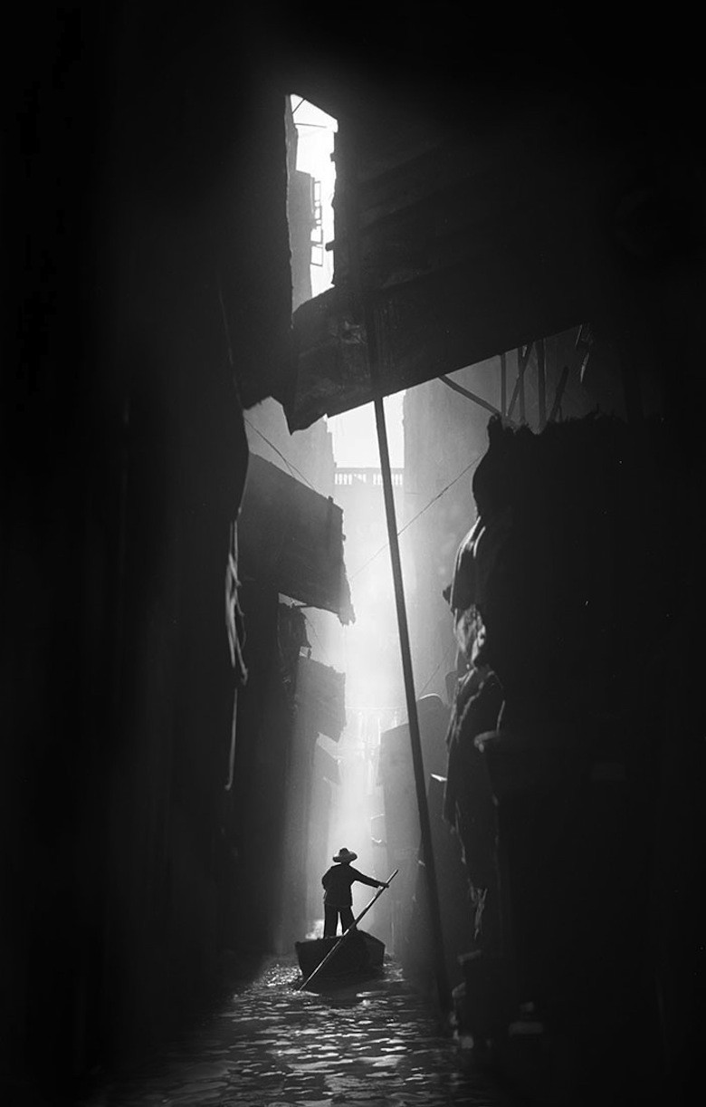 FAN HO 08AUG14 NS PHOTO12 HongKongVenice.jpg