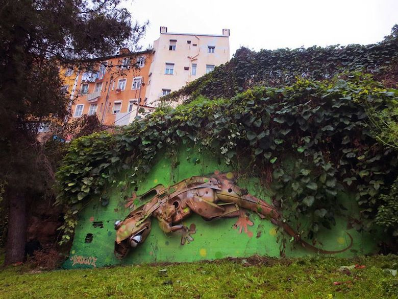 recycled-sculptures-street-art-big-trash-animals-artur-bordalo-7
