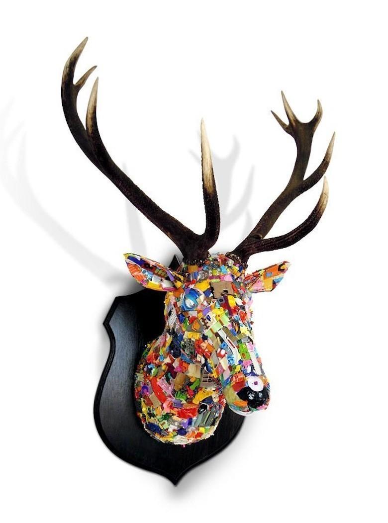 Il dénonce la société de consommation avec des sculptures ...