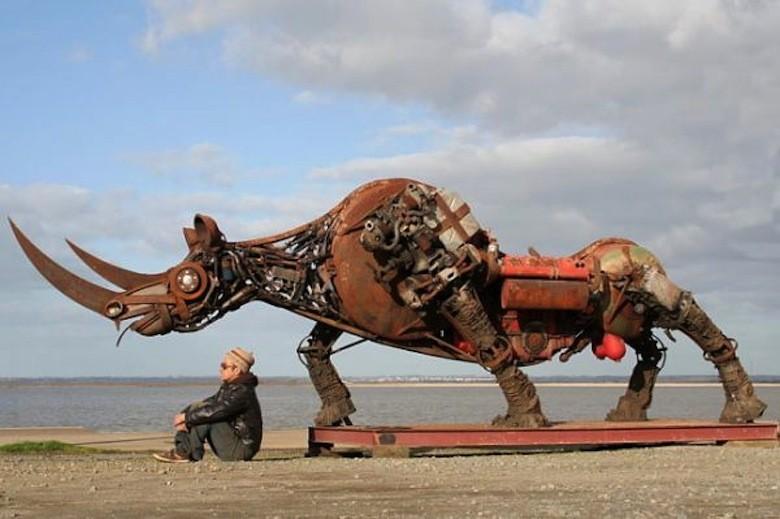 Top Ce français recycle la ferraille pour en faire d'imposantes créatures UK29