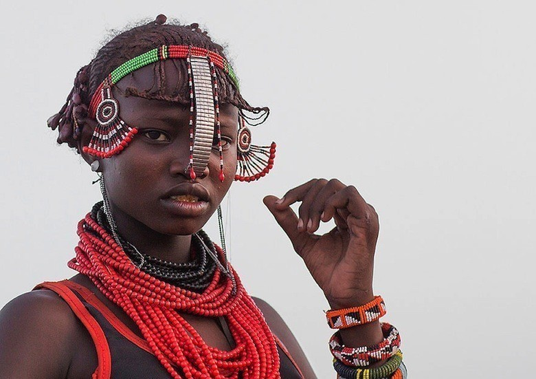 recycled-headwear-trash-jewelry-omo-valley-tribes-ethiopia-eric-lafforgue-6