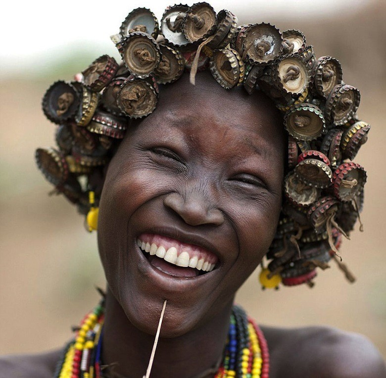 recycled-headwear-trash-jewelry-omo-valley-tribes-ethiopia-eric-lafforgue-7