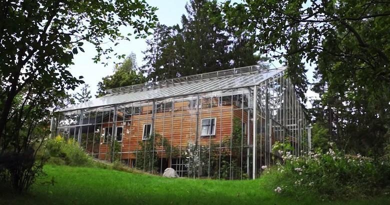 Exceptionnel Ce couple vit dans une « maison-serre » écologique NP79
