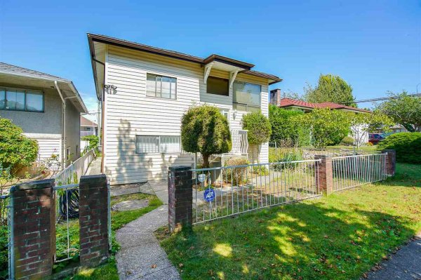 "Main Photo: 3259 E 48TH Avenue in Vancouver: Killarney VE House for sale in ""Killarney"" (Vancouver East)  : MLS®# R2494373"