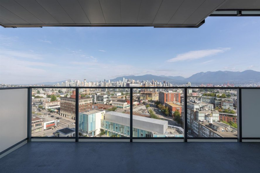 "Main Photo: 1612 285 E 10TH Avenue in Vancouver: Mount Pleasant VE Condo for sale in ""The Independant"" (Vancouver East)  : MLS®# R2487549"