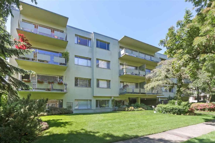 "Main Photo: 301 5475 VINE Street in Vancouver: Kerrisdale Condo for sale in ""Vinecrest Manor"" (Vancouver West)  : MLS®# R2373526"