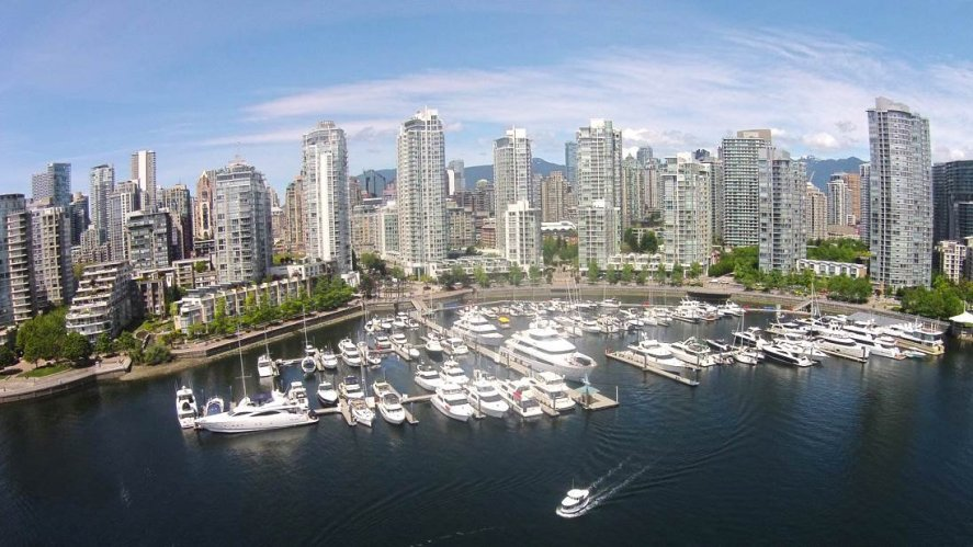 """Main Photo: 42 1088 MARINASIDE Crescent in Vancouver: Yaletown Condo for sale in """"QUAYSIDE MARINA"""" (Vancouver West)  : MLS®# R2376189"""