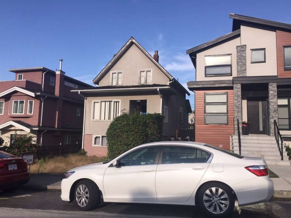 Main Photo: 5260 INVERNESS Street in Vancouver: Knight House for sale (Vancouver East)  : MLS®# R2355586