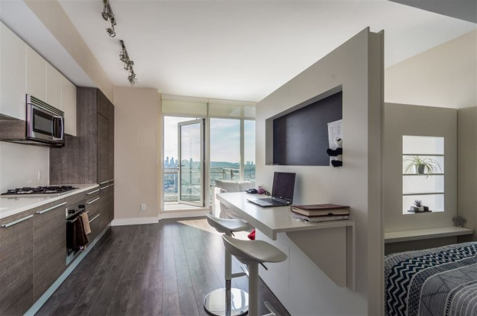 """Main Photo: 3409 2008 ROSSER Avenue in Burnaby: Brentwood Park Condo for sale in """"SOLO DISTRICT - STRATUS"""" (Burnaby North)  : MLS®# R2411300"""