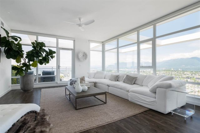 """Main Photo: 4802 4485 SKYLINE Drive in Burnaby: Brentwood Park Condo for sale in """"SOLO II"""" (Burnaby North)  : MLS®# R2470748"""