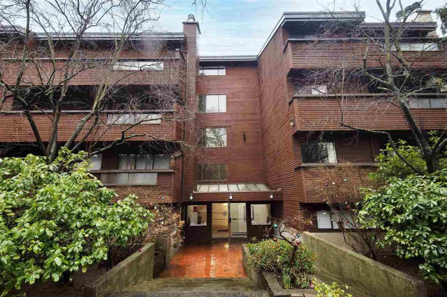 """Main Photo: PH2 1827 W 3RD Avenue in Vancouver: Kitsilano Condo for sale in """"The Westshore"""" (Vancouver West)  : MLS®# R2526303"""
