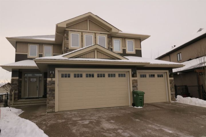 Main Photo: 8 NADIA Place: St. Albert House for sale : MLS®# E4138115