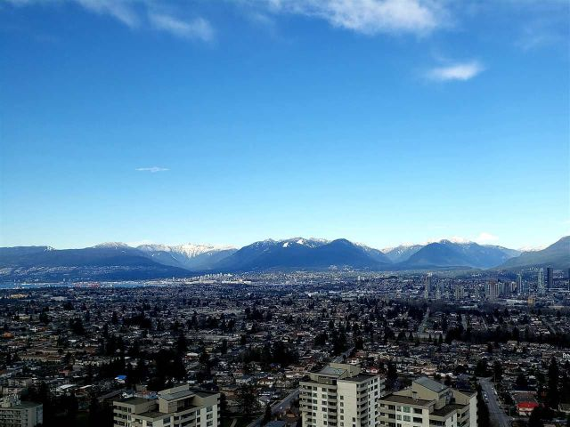 """Main Photo: 3901 5883 BARKER Avenue in Burnaby: Metrotown Condo for sale in """"ALDYANNE ON THE PARK"""" (Burnaby South)  : MLS®# R2348636"""