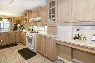 """Photo 9: 39 5201 OAKMOUNT Crescent in Burnaby: Oaklands Townhouse for sale in """"HARTLANDS"""" (Burnaby South)  : MLS®# R2515415"""