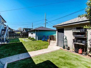 Photo 17: 1935 E 53RD Avenue in Vancouver: Killarney VE House for sale (Vancouver East)  : MLS®# R2455591