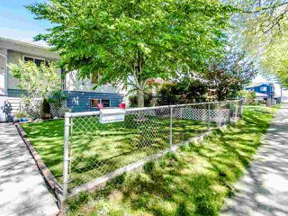 Photo 2: 1935 E 53RD Avenue in Vancouver: Killarney VE House for sale (Vancouver East)  : MLS®# R2455591