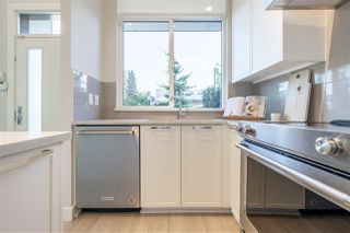 """Photo 10: TH1 1728 GILMORE Avenue in Burnaby: Willingdon Heights Townhouse for sale in """"ESCALA"""" (Burnaby North)  : MLS®# R2480300"""