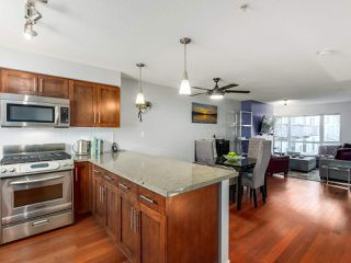 """Photo 1: 119 672 W 6TH Avenue in Vancouver: Fairview VW Townhouse for sale in """"BOHEMIA"""" (Vancouver West)  : MLS®# R2401186"""